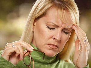 Почему болит голова при климаксе