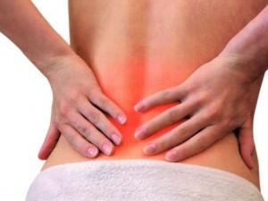 Почему болит спина при задержке месячных