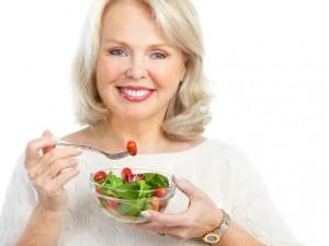 Устранение запоров при климаксе с помощью правильного питания