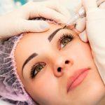 Можно ли делать перманентный макияж во время месячных