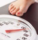 Причины, по которым происходит прибавка в весе перед месячными, и способы избавиться от ненавистных кг